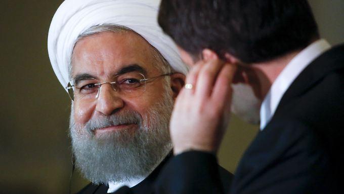 Irans Präsident Hassan Ruhani im Gespräch mit Matteo Renzi.