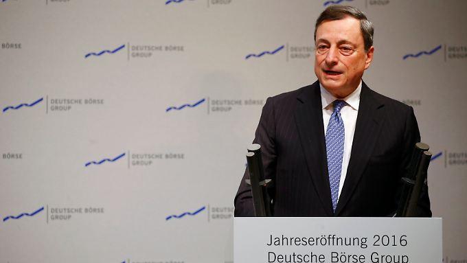 Besser als nichts zu tun: Draghi verteidigt die Niedrigzinspolitik der EZB