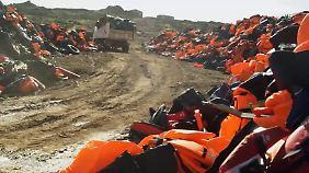 Stumme Zeugen des Flüchtlingsdramas: Auf Lesbos wachsen Müllberge aus Schwimmwesten