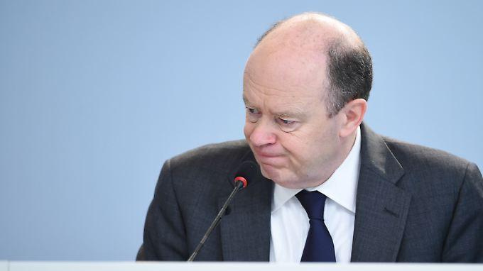 Deutsche-Bank-Chef John Cryan hatte bei der Vorstellung der Geschäftszahlen für 2015 nichts zu lachen.