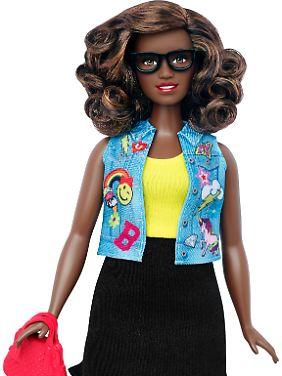 Die völlig uniforme blonde und blauäugige Barbie-Puppe wurde schon seit Jahrzehnten infrage gestellt.