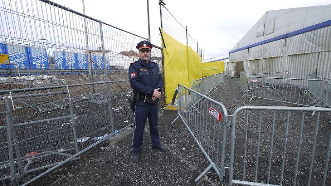 Stelle an der Grenzstation Spielfeld, an der die Flüchtlinge von Slowenien an Österreich übergeben werden.