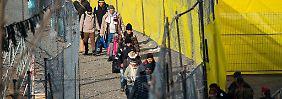 """Zu Besuch am """"Balkan-Tor"""": Mit weißen Bändern nach Deutschland"""