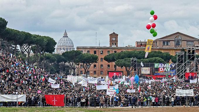 Die Gegner der Homoehe trafen sich im historischen Circo Massimo in Rom.