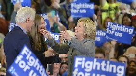 """Wahlkampf mit der ganzen Familie: """"Ich kenne die schweren Entscheidungen, die ein Präsident treffen muss"""", sagt Hillary Clinton."""