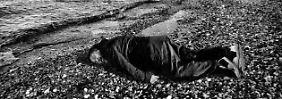 Kritik an Flüchtlingspolitik: Ai Weiwei stellt Bild von Aylan Kurdi nach
