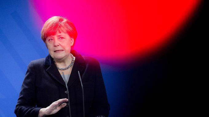 Angela Merkel hat Punkte verloren, aber sie und ihre Partei erhalten laut Umfrage dennoch die meiste Zustimmung.