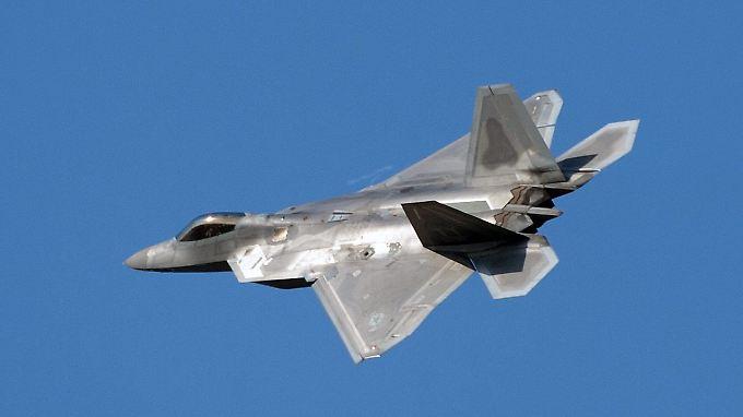 """Bereits im vergangenen Jahr verlegten die USA zur Unterstützung des Nato-Partners zwei Kampfjets vom Typ F-22 """"Raptor"""" nach Polen."""