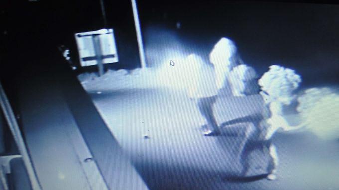Ein Überwachungsvideo zeigt im Dezember 2015 einen Brandanschlag auf ein türkisch-islamisches Vereinsheim in Stuttgart.