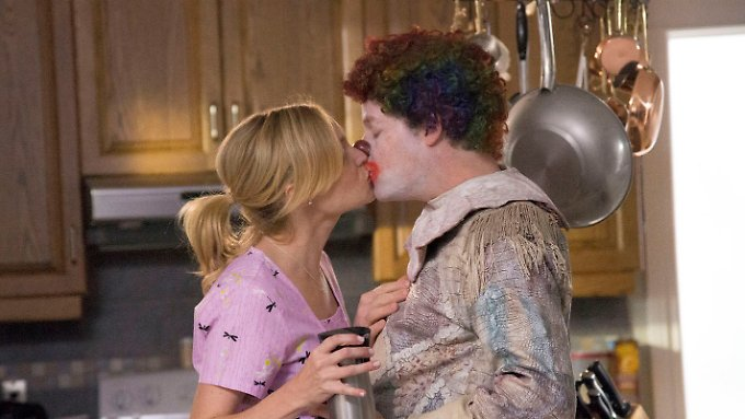 Meg und Kent: Noch hält das Ehepaar es nur für ein simples Clown-Kostüm...