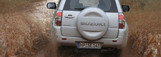 Auch gebraucht eine Freude: Suzuki Vitara steht allein neben Softies