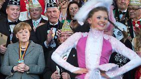 """Karneval ist anstrengend: Kanzlerin Merkel empfängt """"Prinzenpaare"""" aus allen Bundesländern."""