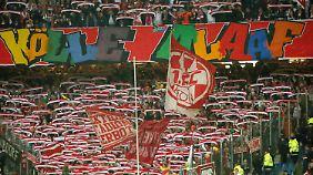 Guter Dinge: Die FC-Fans in Hamburg.