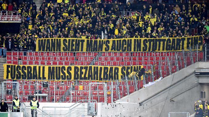 Protestbanner der BVB-Fans in Stuttgart.