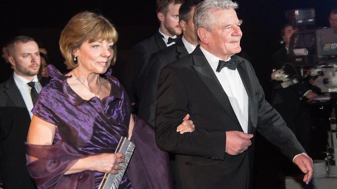 "Joachim Gauck und seine Lebensgefährtin Daniela Schadt beim ""Ball des Sports"" Anfang des Monats in Wiesbaden."