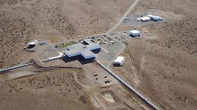 """Welche Neuigkeiten berichten die Forscher aus dem """"Laser-Interferometer-Gravitationswellen-Observatorium"""" in den USA?"""