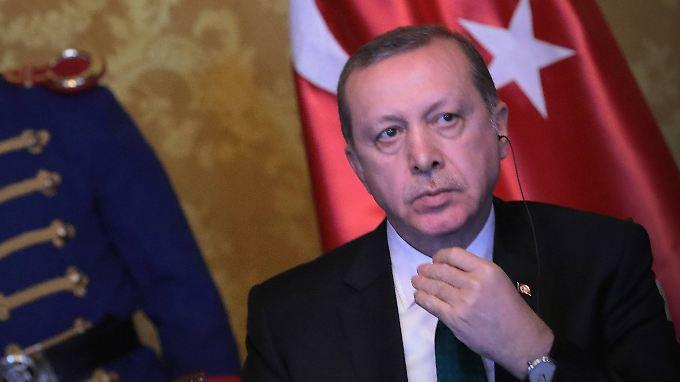 Erdogan warnte, wenn die Luftangriffe fortgesetzt würden, könnte es weitere 600.000 Flüchtlinge geben.