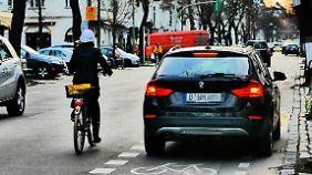 Das größte Problem sehen viele Radler nicht in mangelnden Wegen, sondern im Autoverkehr.