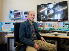 Am Ligo-Erfolg beteiligt: Forschungsgruppenleiter Hartmut Grote im Kontrollraum vom Gravitationswellendetektor GEO600 in Ruthe bei Hannover.