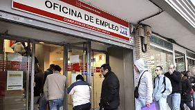 In Spanien müssen immer weniger Leute zum Arbeitsamt gehen.