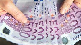 Manche meinen, 500-Euro-Scheine sollten abgeschafft werden.