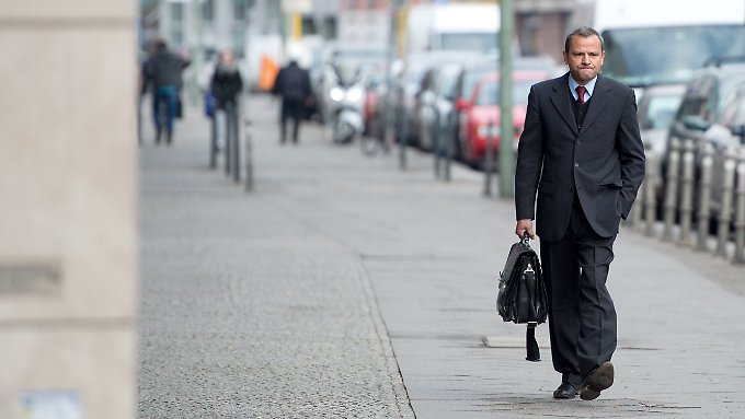 Edathy auf dem Weg zur Bundesschiedskommission.
