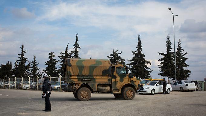 Ein türkischer Armeelaster an der Grenze zu Syrien.