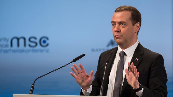 Der russische Ministerpräsident Dmitri Medwedew bei seiner Rede in München.