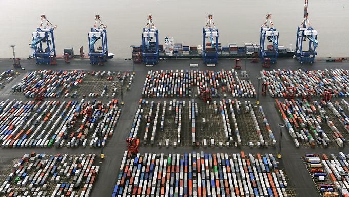 Containerterminal in Bremerhaven: Unternehmen hoffen auf eine Wiederbelebung des Handels mit dem Iran.