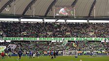 """""""Sie hätten es in der zweiten Halbzeit nur nicht abhängen dürfen."""" Wolfsburgs Manager Klaus Allofs vom VfL Wolfsburg auf die Frage, wie ihm das Fan-Plakat """"Reißt euch endlich den Arsch auf"""" nach sieben sieglosen Spielen in Serie beim 2:0 gegen Ingolstadt gefallen hat."""