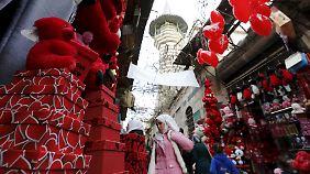 Auch in Damaskus shoppen Menschen für Valentinstag.