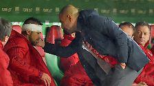 """""""Wir haben viele Verletzte, aber das mit Holger ist ein Alptraum, das ist nicht normal. Das ist schrecklich. Wir lieben Holger sehr, er ist ein Supertyp. Er wird es noch einmal schaffen."""" Guardiola macht dem verletzten Abwehrspieler Mut."""