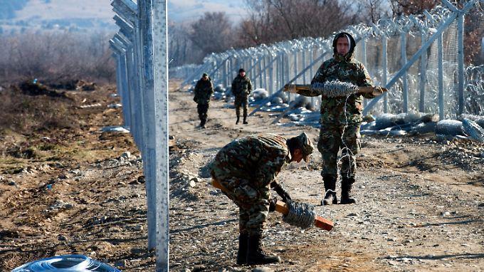 Mazedonien baut seinen Grenzzaun zu Griechenland aus.