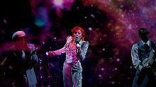 Taylor Swift räumt bei Grammys ab: Lady Gaga tritt als David Bowie auf