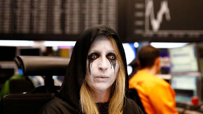 Börsenhändlerin im Karnevalskostüm: Ein Indexstand von 1,0 ist immerhin noch besser als die befürchteten 0,0.
