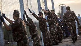 Griechenland bald abgeschottet?: Visegrad-Staaten wollen weitere Grenzzäune bauen