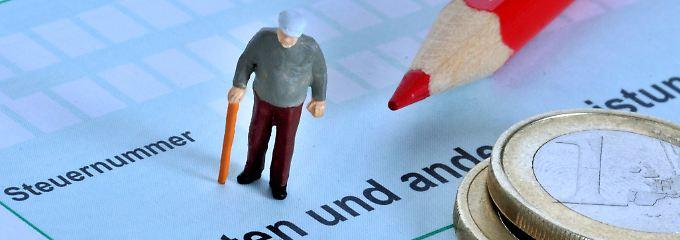 Belastung im Alter: Bei diesen Rentnern werden Steuern fällig