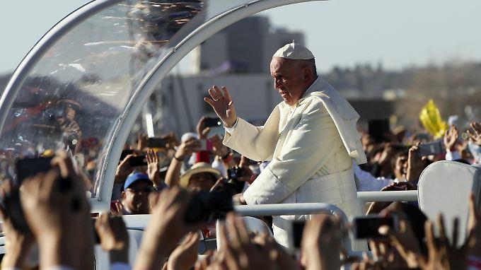 200.000 Menschen kamen, um Papst Franziskus in der mexikanischen Grenzstadt Ciudad Juárez zu sehen.