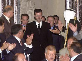 Hoffen auf Reformen: Assad kurz nach seiner Vereidigung als Präsident im Sommer 2000.