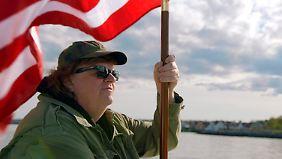 Michael Moore erobert Europa - es geht ihm nicht um Öl, es geht ihm um Ideen.