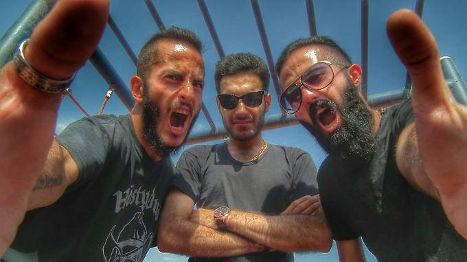 Confess sind eigentlich ein Trio - verhaftet worden sein sollen Arash Ilkhani (l.) und  Nikan Khosravi (r.).