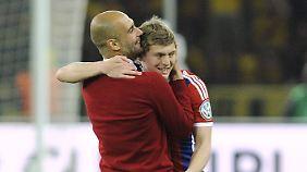 So sieht ware Sportskameradschaft aus. Die Liebe zwischen Josep Guardiola und Toni Kroos ist groß.