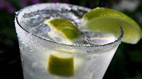 Gin Tonic galt als Lieblingsdrink von Queen Mum, ist bitter und dennoch Kult.