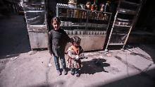 Kinder in der nordsyrischen Stadt Asas: Zehntausende Flüchtlinge sind an der Grenze zur Türkei gefangen.
