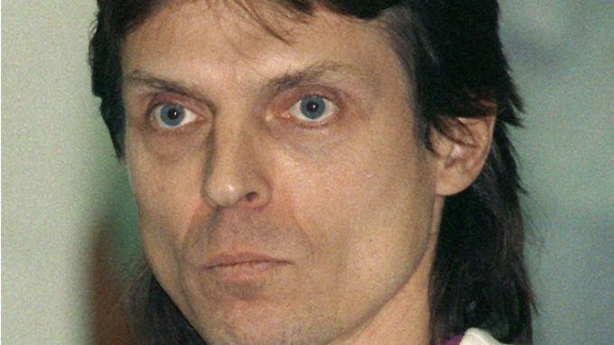 Ein Bild von Christian Klar aus dem Jahr 1992. Damals stand der fürhere RAF-Terrorist als Zeuge in einem RAF-Mordprozess für Gericht.