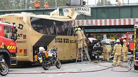 Direkt über der Unfallstelle prangt ein Schild, das die maximale Durchfahrtshöhe angibt.