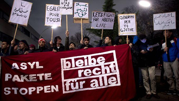 Vielen Flüchtlingen in Deutschland droht die Abschiebung, wenn das Asylpaket II angenommen wird.
