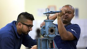 Kooperation von Bund und Handwerk: Bis zu 10.000 Flüchtlinge sollen Ausbildungsplatz bekommen