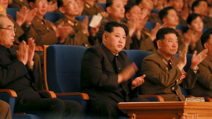 Staatschef Kim bei einer Feierstunde zum 70. Bestehen der Volksarmee.