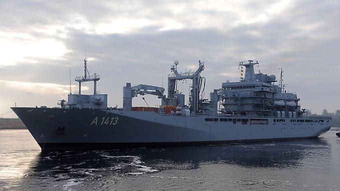 """Der deutsche Einsatzgruppenversorger """"Bonn"""" ist das Führungsschiff des Nato-Einsatzes in der Ägäis."""